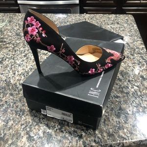 I.n.c floral black and pink Kenjay pump